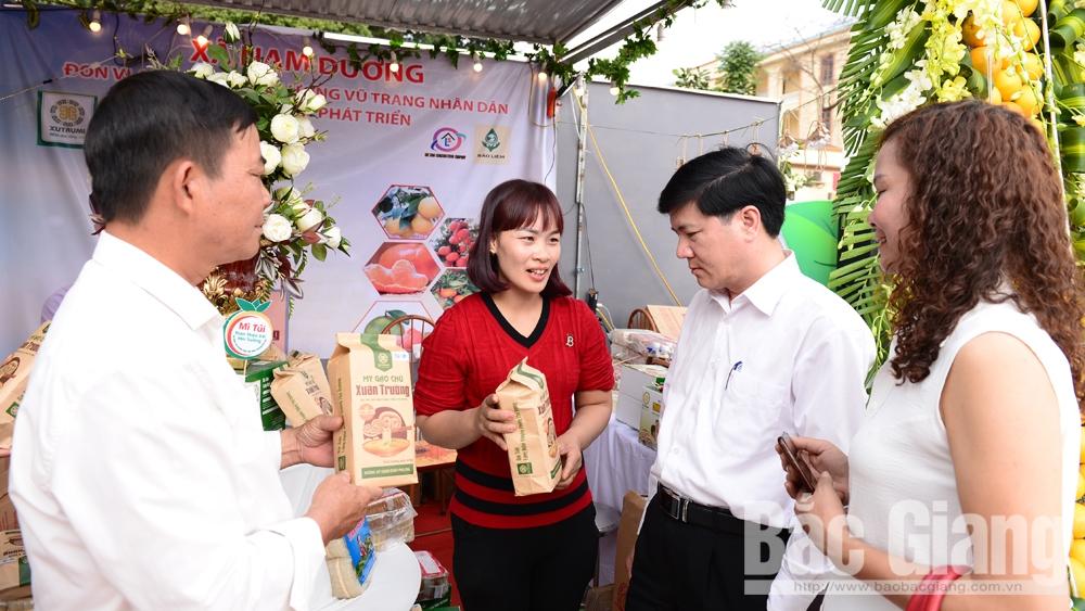 Sử dụng bao bì giấy kraft đóng gói sản phẩm của HTX Mỳ Chũ Xuân Trường: Tiện sử dụng, thân thiện với môi trường